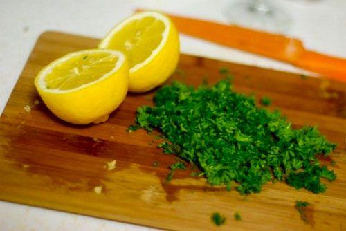 Remediu naturist cu patrunjel și lămâie pentru scăderea colesterolului și a trigliceridelor!