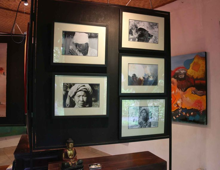 Photos in frames made by Emile 50 euro Size: 47 x 37 cm
