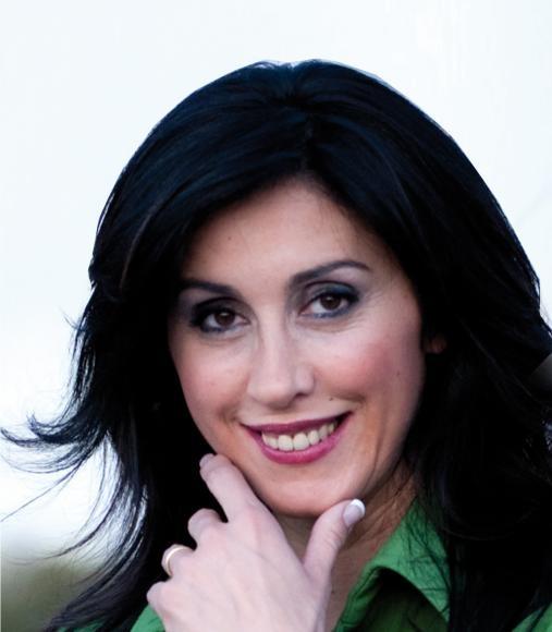 Laura Cantizano    É uma das Top 10 Speaker de 2010, considerada como uma das 10 Melhores Conferencistas pela Comunidade Internacional Top Ten Business Experts, uma Comunidade Internacional que reúne os Melhores Especialistas em cada área empresarial.    É Presidente do Instituto Europeu do I+D+I em Força de Vendas. É a Fundadora do Fórum de Vendedores e Executivos, em Espanha, e Directora Geral da EDE, Escola de Negócios Especializada em Vendas e Marketing.