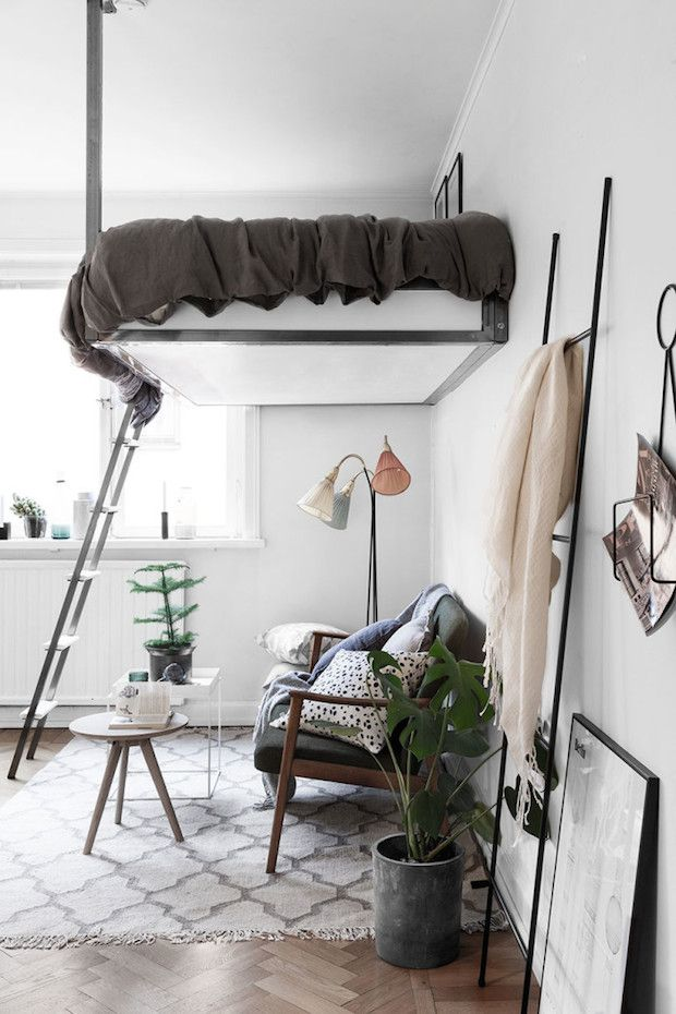Clever bedroom / sitting room in one room in a small space style in Stockholm.  Historiska Hem