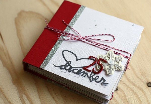 A December Daily mini album from Two Peas in a Bucket - love this idea!!