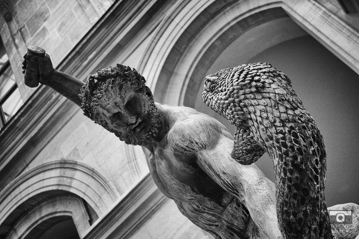In the Louvre, mémoire du paris. #Paris #France #Street Photography #Architecture #Louvre #BlackandWhite