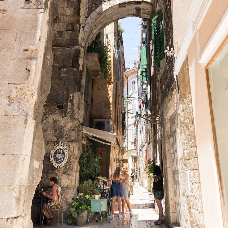 The Old city of Split is one of the oldest in the world, and it is really authentic! Feel like exploring a bit? Beautiful islands like Hvar, Brac, as well as others, are in close proximity. Games of thrones wasfilmed there 😉  So for all you fans out there, you yourself can walk the streets of Meereen and Braavos! 🇭🇷