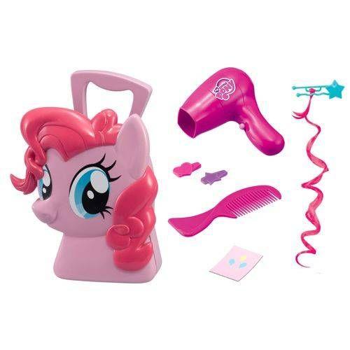 Игровой набор кейс Стилиста Пинки Пай, My Little Pony  Цена: 179 UAH  Артикул: 1680804  Кейс Пинки Пай - увлекательный набор для сюжетно-ролевой игры, который придется по вкусу маленькой моднице.  Подробнее о товаре на нашем сайте: https://prokids.pro/catalog/igrushki/igrovye_nabory/igrovoy_nabor_keys_stilista_pinki_pay_my_little_pony/
