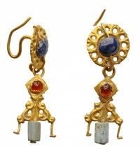6th c. gold earrings with pierced sapphire, garnet, and green glass (diam of disk 1.35 cm) - Archaeological Museum of the University of Münster 2505