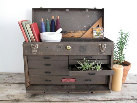 Would love a really old tool box like this to use for display. LOVE the air plants in it.