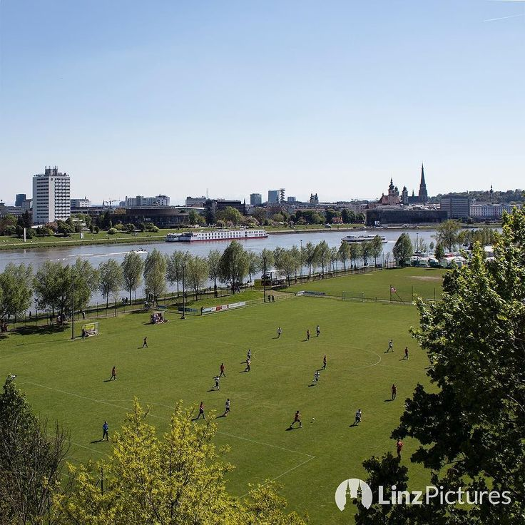 Sonntag ist Fussball  . . . . #sunday #football #fussball #soccer #linz #urfahr #svu #svurfahr #championsleague #linzpictures #igerslinz #igersaustria #bundesliga #sky #view #skyline #sieg #win #upperaustria #oberösterreich #cup #soccerdad #awaydays #ultra #ultras #fans #riverdanube #vip