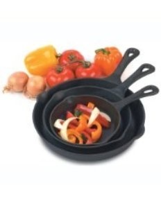 Cast iron skillets are a must have for every kitchen!: 3 Pieces Skillets, Pre Seasons Cast Irons, Cast Irons Grill, Heuck 33002, Cast Irons 3 Pieces, Castiron, Home Kitchens, Skillets Sets, Grill Recipes
