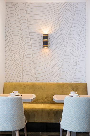Emma Donnersberg et Michel Amar ont réhabilité les intérieurs de l'hôtel Le Royal près de Saint-Germain à Paris. Ils ont offert au lieu une nouvelle esthétique en travaillant finement le choix des textures et des gammes de couleurs. ...