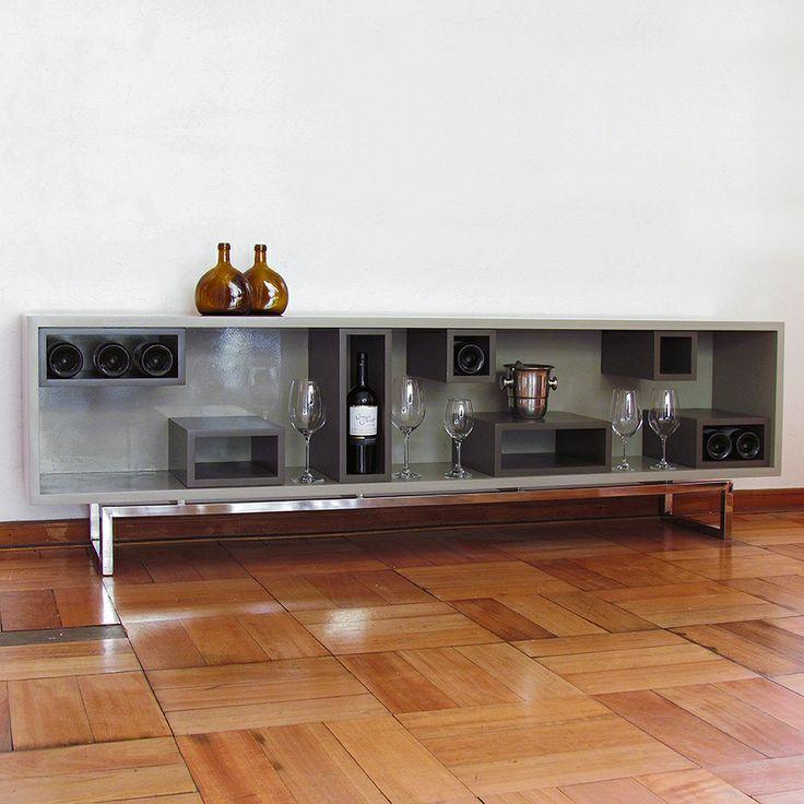Cava N.Y.  Moderno mueble para exhibir botellas y copas. Tengo estos dos que son de 200x60x34cm y también puedes encargar de otras tamaños y colores.  Para más información y precios escríbeme a info@javieramora.com www.javieramora.com