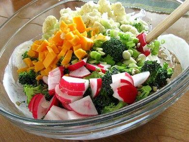 Салат с брокколи и цветной капустой