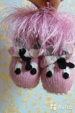 Продаю новые пинетки -носочки для новорожденного.Размер от рождения до года Авторская ручная работа.Вязание спицами,крючком.Забавные пинетки Розовые бабочкиПрекрасный подарок на рождение малыша.Пинетки изготовлены из пряжи полушерсть розового  цвета.Дли...