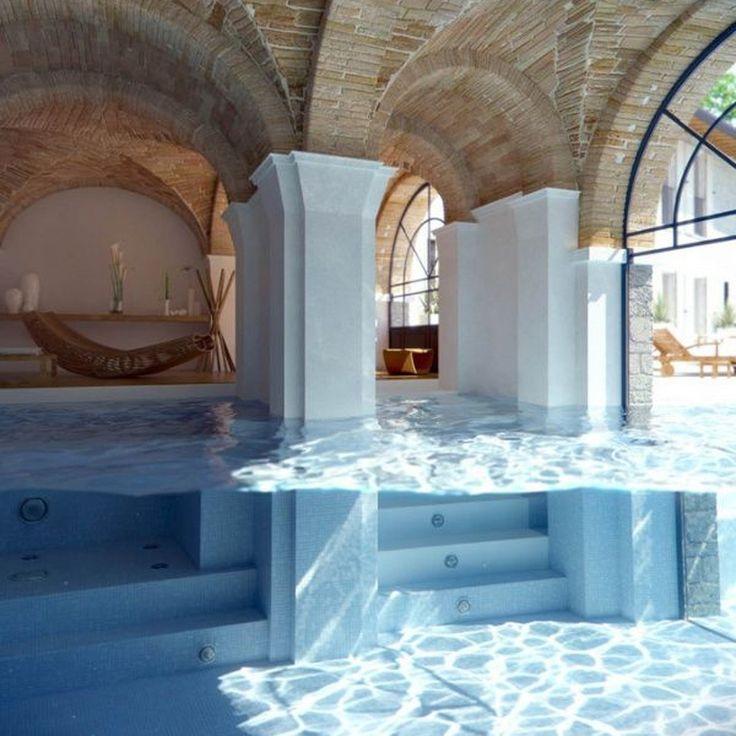 Piscine dans un édifice http://www.elle.fr/Deco/Guide-shopping/Tous-les-guides-shopping/Les-piscines-de-reve-de-notre-ete-sur-Pinterest/