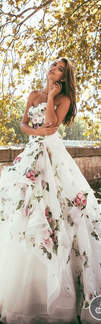 I Love This Dress | via https://www.pinterest.com/cuigibce/pins/