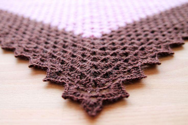 Free crochet pattern of the Vintage Sweet Shawl on haakmaarraak.nl!