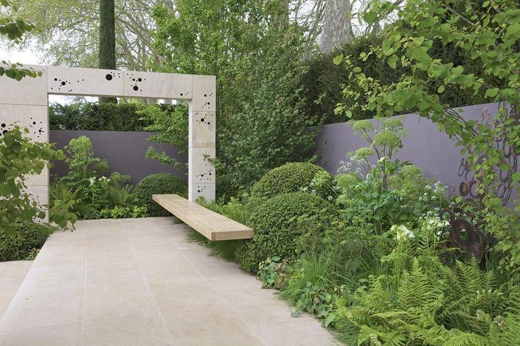 Great mix of flowing planting and geometric landscaping by Andy Sturgeon