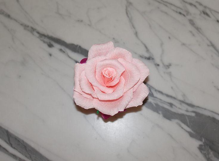 Talán kicsit furcsa, hogy nőként a Nőnapra készülök. Az igazság az, hogy van egy drága férjem, aki nem híve az élővirág-ajándékozásnak. Vágott virágot nem szeret venni, mert az úgyis elhervad. A cserepes virágok esetében pedig abból indul ki, hogy én képtelen vagyok a szobanövényeket pár hétnél…