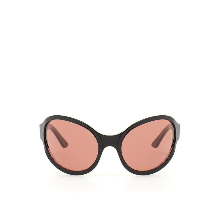 Occhiali Super 2 dalla collezione Gosha Rubchinskiy x SUPER in nero Questi occhiali della nuova collezione Gosha Rubchinskiy sono realizzati in collaborazione con SUPER by RETROSUPERFUTURE. Gli occhiali Super 2, qui in bianco, si presentano con la montatura in acetato e le lenti circolari by Zeiss. Gli occhiali Super 1 by Gosha Rubchinskiy x SUPER sono made in Italy. - Montatura nera  - Lenti viola - Lenti by Zeiss - Gosha Rubchinskiy x SUPER  - Composizione: 100% Acetato - 100% Nylon - Made…