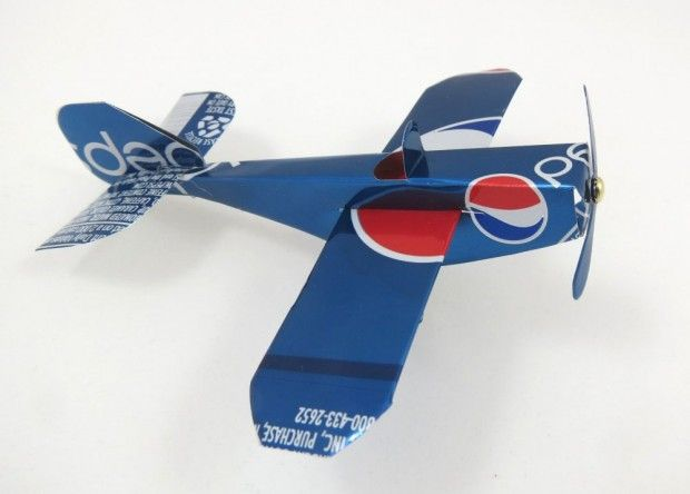 Want this soda can toy airplane! #Upcycle This! 21 Things Made from Soda Cans