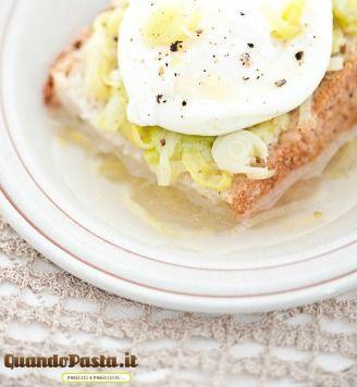 Ricette con gli avanzi: uova pane e porro