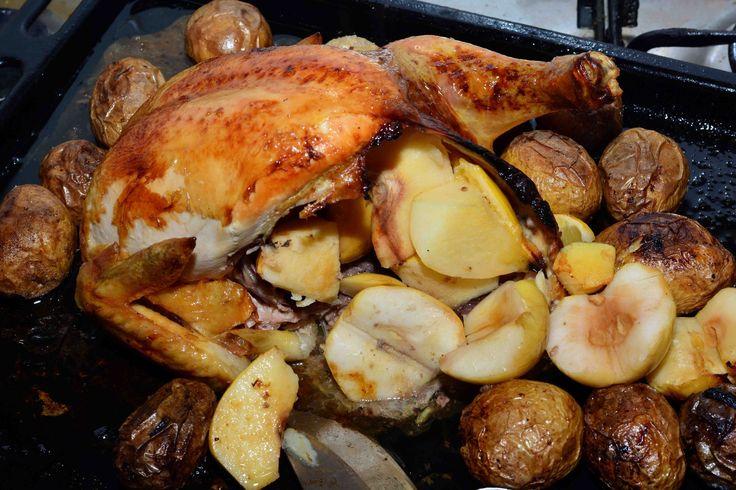 Фаршированная айвой и яблоками медово-лимонная курица. На конкурс.