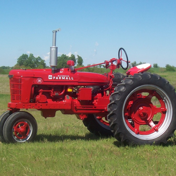 Do you think 1948 Farmall H deserves to win the Steiner Tractor Parts Photo Contest?  Have your say and vote today for your favorite antique tractor photos!.#jorgenca
