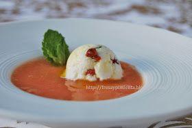 Sábado caluroso, piel reseca por el sol y  el agua del mar, divino verano!!! He preparado una refrescante sopa fría de tomate a la que he...