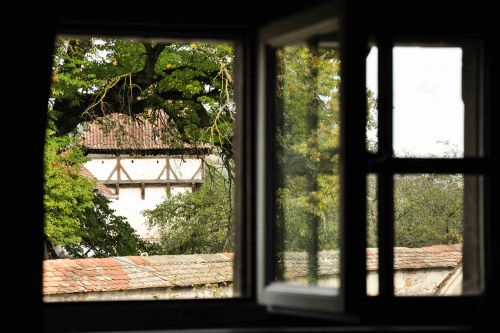 Room with a view of the Fortified Church in Cincsor, Transylvania #windowview #churchview #historyinfrontofoureyes #exploretransylvania @Cincsor.Transylvania.Guesthouses
