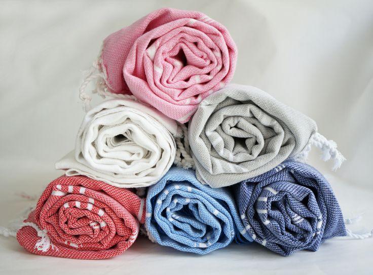 Viele bunte Pestemals... Das Hamamtuch / Pestemal / Turkish Towel ist perfekt für Sauna, Strand, Pool. Federleicht und klein in der Tasche.