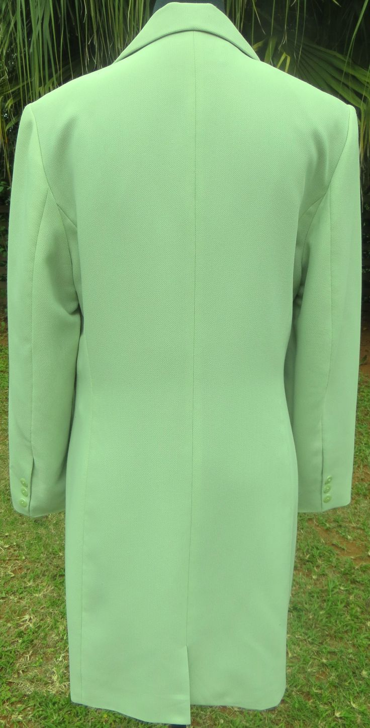 A light summer office style coat from Jean Jacques Benson in a pastel green. No pockets, a back flap, full lining with slightly padded shoulders. Simple elegence