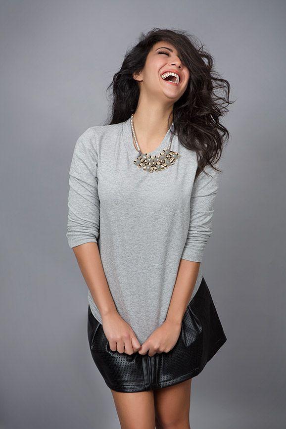so happy in her grey summer crop top. find it online at www.disu.gr
