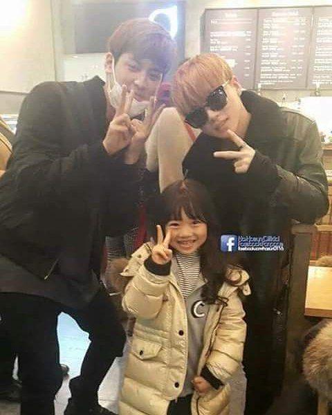 Chanwoo and Jinhwan taking a picture with Na Haeun .