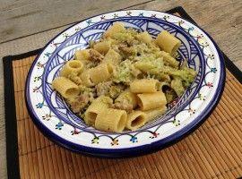 Pasta 'ncaciata (pasta con cavolfiori e salsiccia)