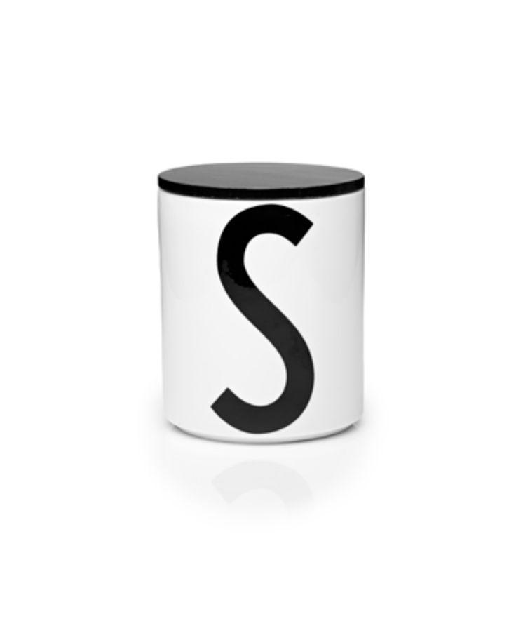 Design letters Black wooden cap