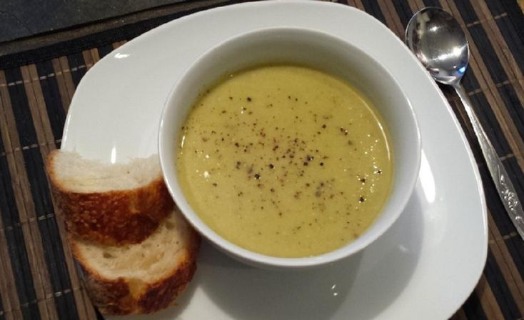 POTAGE DE BROCOLI ET CHOU-FLEUR | Potage brocoli, Potage et Recette de potage
