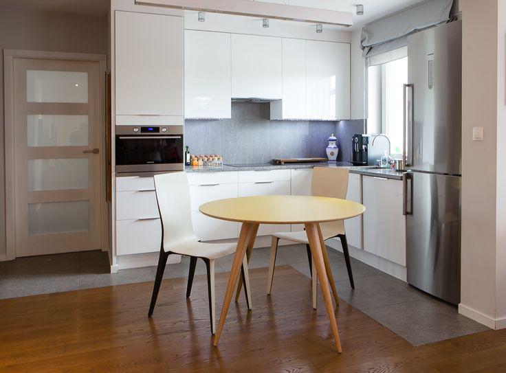 Nice Esstisch PLANET zeichnet sich durch skandinavischen Stil und sch ne Farbgebung aus Im GAVLE Shop finden