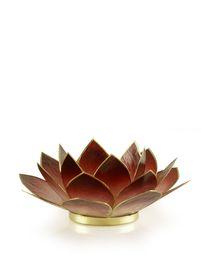 Lotusbloem van capiz, een zeeschelp uit de Filipijnen. De blaadjes zijn met een koperen rand afgezet. Met een waxinelichtje erin zorgt het voor een mooie sfeerverlichting. In het boeddhisme staat de lotusbloem symbool voor onze ziel. De rode lotus stimuleert passie, affectie, inlevingsvermogen en zelfvertrouwen.