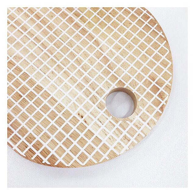 @targetaus have some very cute new chopping boards in this grid pattern. This one is oval shaped and is $20, however you can also get a round one for the same price! #target #targetaus #targetstyle #choppingboard