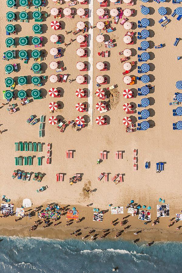 incríveis fotos aéreas de uma praia da Itália