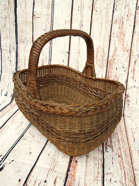 Beautiful vintage late 1950s shopping basket  Perfect for a summer days picnic, wedding prop or to decorate a country style kitchen  A well made basket with a rustic look to it  It is still sturdy and strong with minimal wear. Please enlarge photos to see more clearly  Length 12 inches  Height including handle 11 inches  Depth 6.5 inches  Free UK Postage