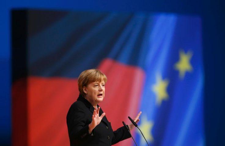 Angela Merkel gibt sich auf dem CDU-Parteitag in Karlsruhe kämpferisch. Die Vorsitzende versucht, ihrer Partei Mut in der Flüchtlingskrise zu machen - und fordert die Asylbewerber zur Integration auf.