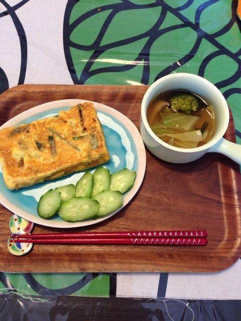 朝:オムレツ(卵2個・ピーマン・ほうれん草・シーチキン)       野菜スープコンソメ味(ブロッコリー・エリンギ・キャベツ・ほうれん草)