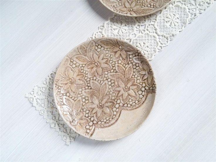 rustikale Keramik Teller, rustikal Teller Set, beige Keramik Schalen, 2er Set, Haus Geschenk, Keramik Tisch Deko, Wohndekor by Tanja Shpal von ceralonata auf Etsy