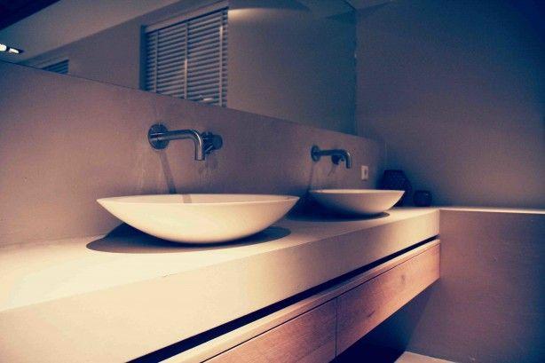 Badkamermeubel van cocoon. Beton met hout.