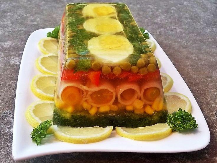 Kolorowa galareta z szynką i warzywami - medium