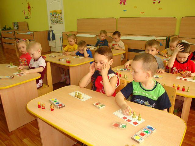 Существует много видов заданий для дошкольников: головоломки, математические игры, загадки, задачи-шутки. Чтобы занятия были действительно полезными, нужно знать, как их правильно организовать.