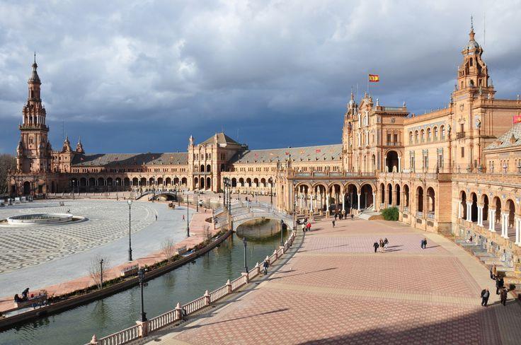 Siviglia, Spagna - La patria del flamenco. Ciao a tutti gente e ben ritrovati alla volta di una nuova avventura nel nostro nuovissimo Stato della Spagna. A breve vedremo quale sarà la nostra meta. Ebbene, siamo diretti a Siviglia