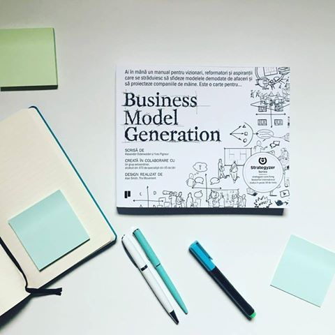 Business Model Generation: manualul care nu trebuie să lipsească de pe biroul celor care vor să îmbunătățească un model de afaceri sau să creeze unul nou. O carte grafică, full colour.  #businessmodelgeneration #romanianedition #editurapublica
