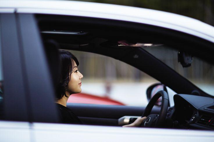 경쾌하고 다이내믹한 스타일, 그리고 여유롭고 우아한 분위기가 한데 어우러진 THE NEW CT 200h.   Lexus i-Magazine Ver.4 앱 다운로드 ▶ www.lexus.co.kr/magazine  #Lexus #Magazine #NEWCT200h #CT