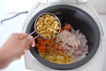 『お休みするなら賢く!』そんな日のご飯作りは優秀な「炊飯器」に全部おまかせしちゃいましょう♪ 手抜きに見える?いいえ、ちゃんとしたものを作ります。ズボラなだけ?いいえ、ちょっとだけお休みしたいんです! あなたのブレイクをお手伝いする炊飯器レシピ、ぜひ参考にしてみてくださいね。